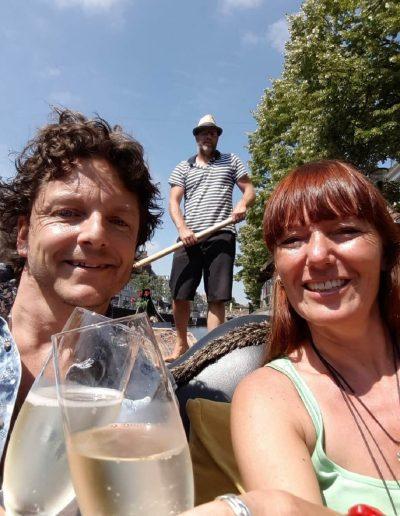 prive gondelvaart leeuwarden romantisch uitje friesland selfie proost