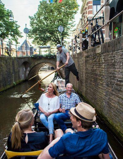 publieke rondvaart leeuwarden gondel binnenstad gracht het Naauw gondola tours