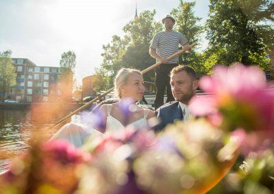 rondvaart leeuwarden friesland huwelijksbootje gondel bruidspaar