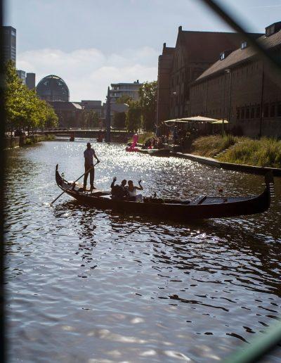 rondvaart leeuwarden friesland huwelijksbootje gondel bruidspaar blokhuispoort