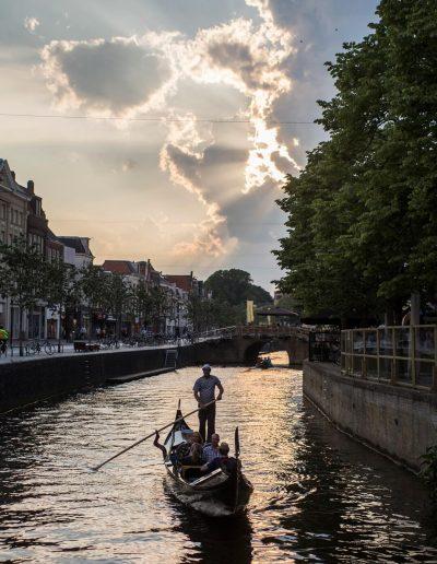 prive rondvaart leeuwarden gondel binnenstad Nieuwestad grachten zonsondergang gondola tours
