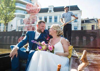 rondvaart leeuwarden friesland huwelijksbootje gondel bruid museumhaven