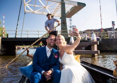 rondvaart leeuwarden friesland huwelijksbootje gondel bruid selfie