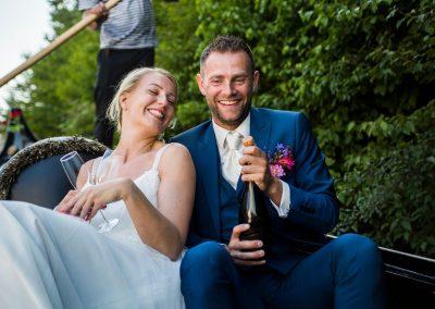 rondvaart leeuwarden friesland huwelijksbootje gondola tours bruidspaar prosecco
