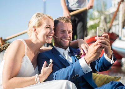 rondvaart leeuwarden friesland huwelijksbootje gondola tours bruidspaar selfie